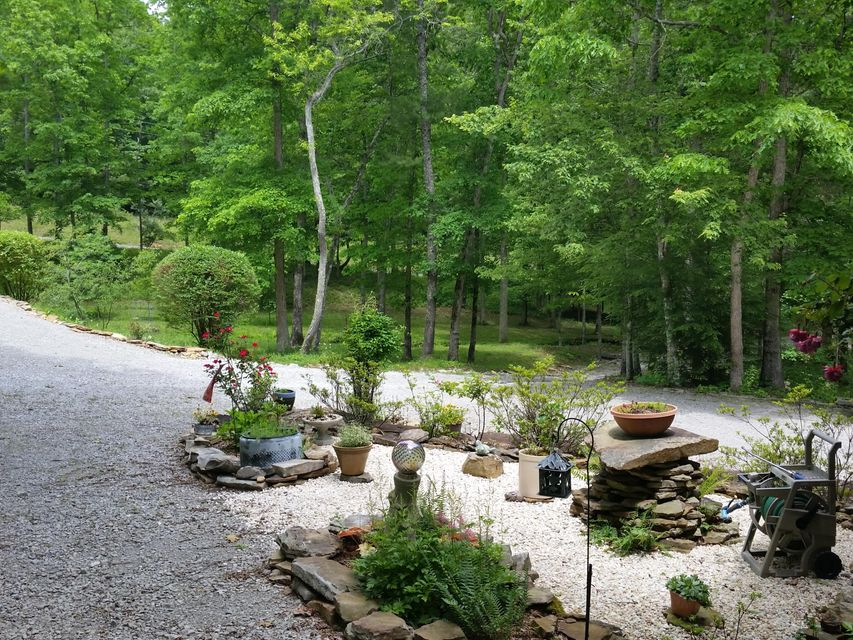 Additional photo for property listing at 1659 Smith Mountain Road 1659 Smith Mountain Road Rockwood, Tennessee 37854 Estados Unidos