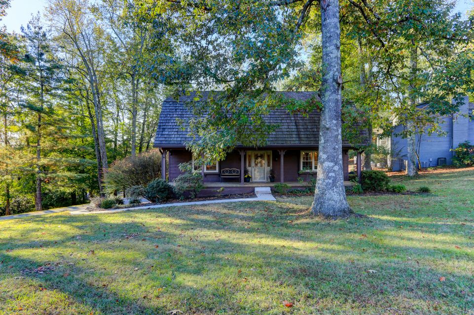 Additional photo for property listing at 6371 Grove Road 6371 Grove Road Knoxville, Tennessee 37918 États-Unis