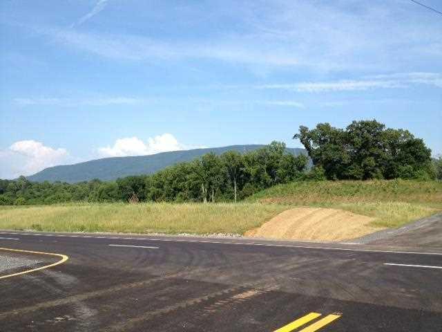 Commercial pour l Vente à Highway 411 15 Acre Highway 411 15 Acre Benton, Tennessee 37307 États-Unis