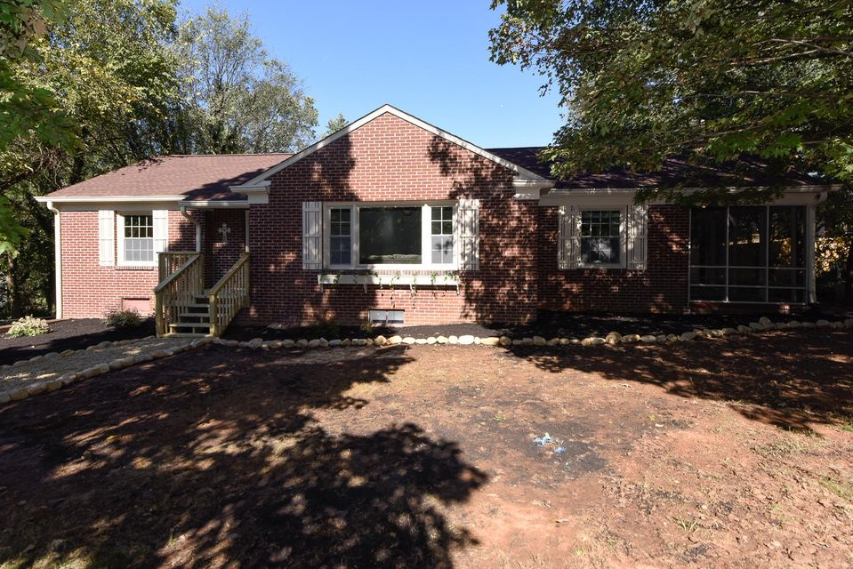 Additional photo for property listing at 128 S Maple Street 128 S Maple Street Maryville, Tennessee 37803 États-Unis