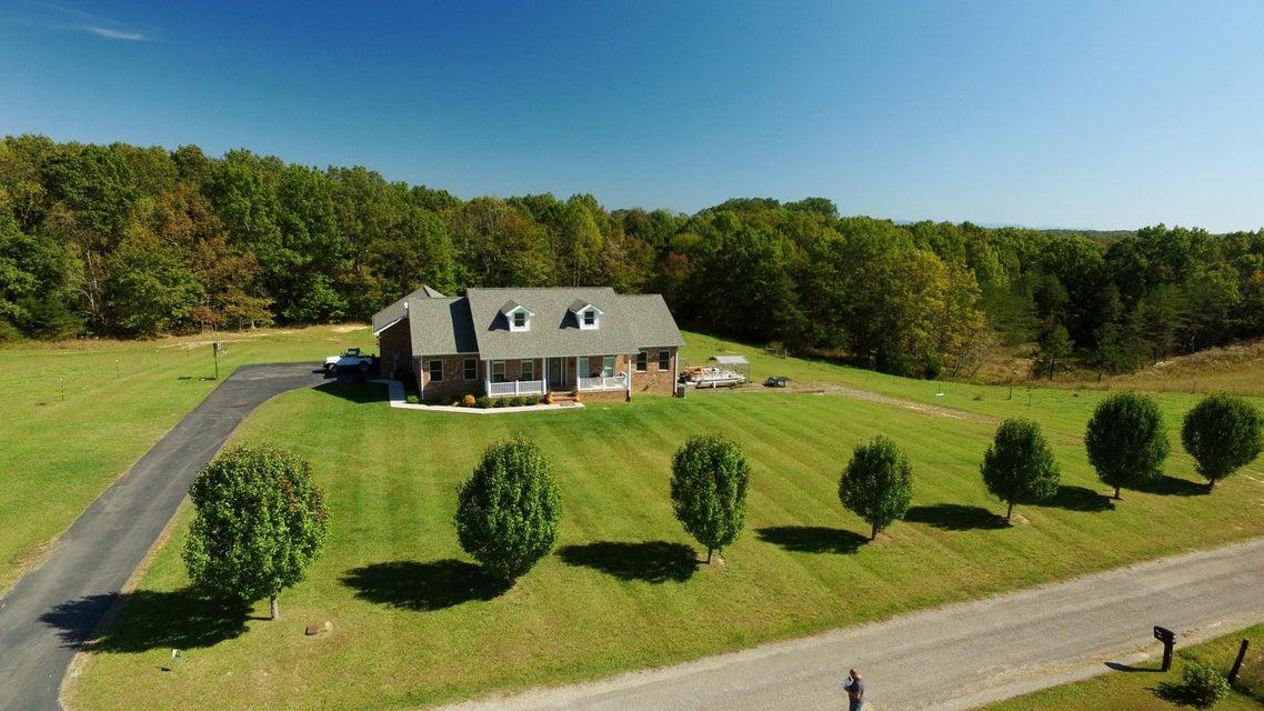 Maison unifamiliale pour l Vente à 581 Oak Road 581 Oak Road Jamestown, Tennessee 38556 États-Unis