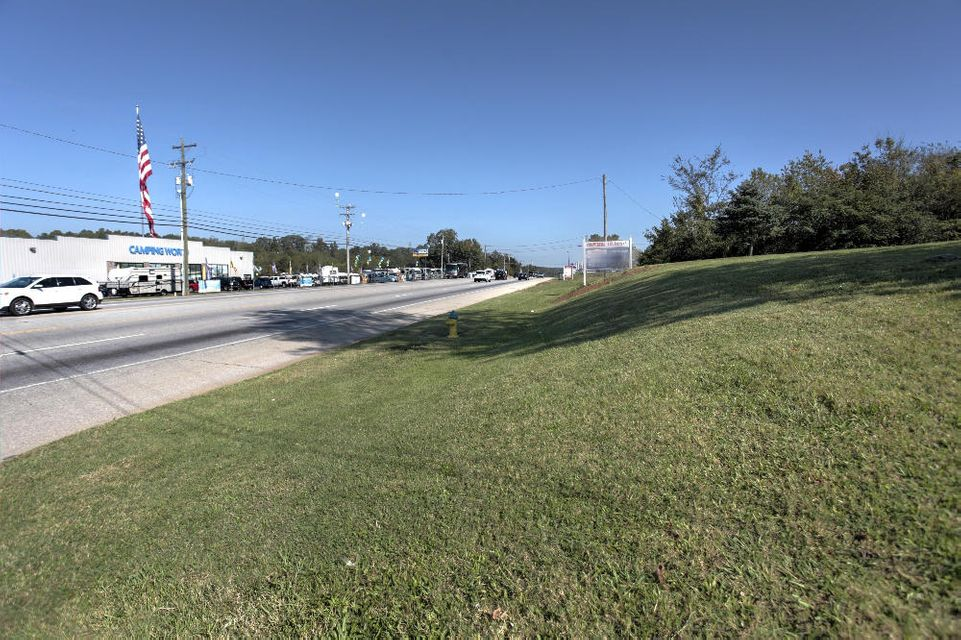 Commercial for Sale at 930 E Cumberland Drive 930 E Cumberland Drive Louisville, Tennessee 37777 United States