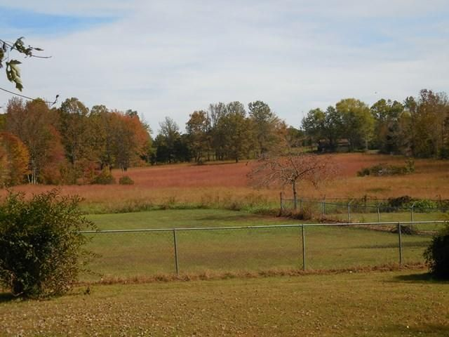 Additional photo for property listing at 509 N 1st Avenue 509 N 1st Avenue Baxter, Tennessee 38544 États-Unis