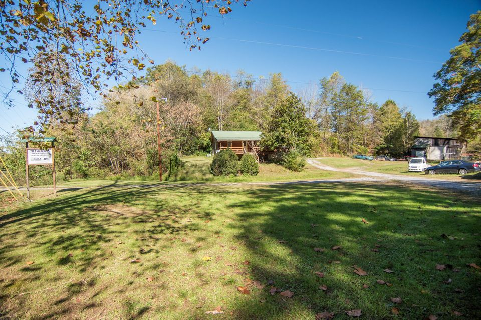 Single Family Home for Sale at 12360 Chapman Hwy 12360 Chapman Hwy Seymour, Tennessee 37865 United States
