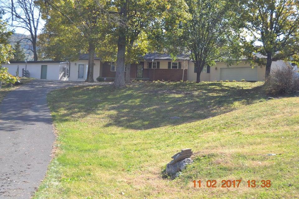 Casa Unifamiliar por un Venta en 3975 Hwy 131 3975 Hwy 131 Washburn, Tennessee 37888 Estados Unidos