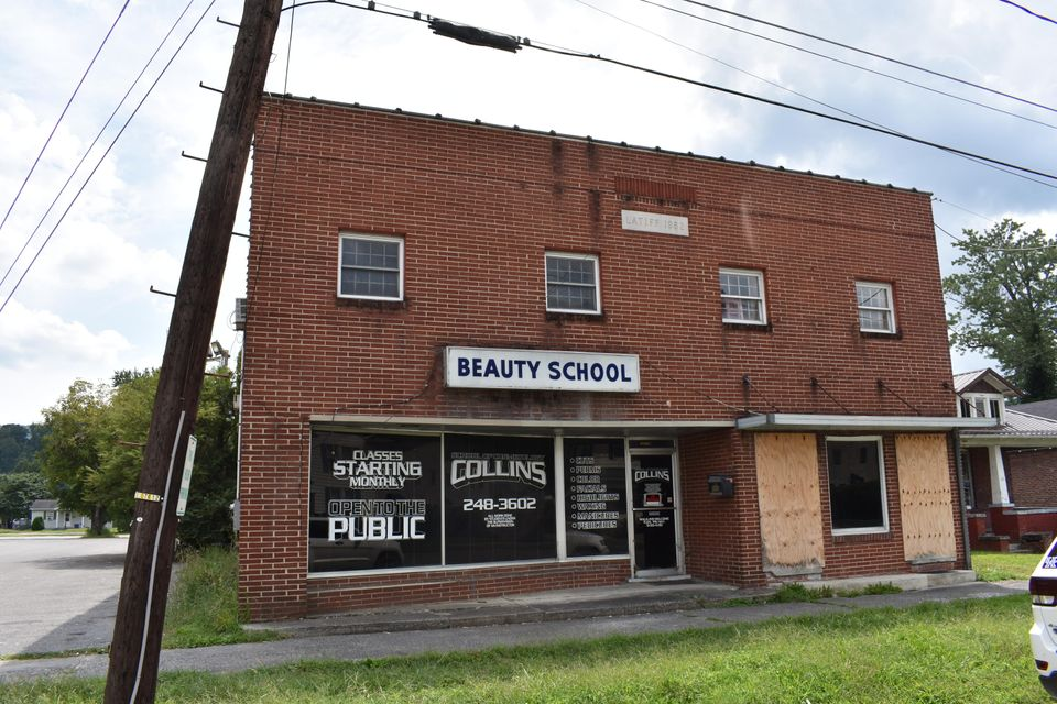 Commercial for Sale at 111 W Chester Avenue 111 W Chester Avenue Middlesboro, Kentucky 40965 United States