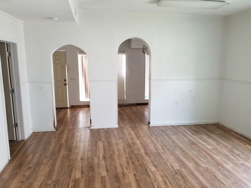 Additional photo for property listing at 413 W Broadway Street 413 W Broadway Street Lenoir City, Tennessee 37771 États-Unis