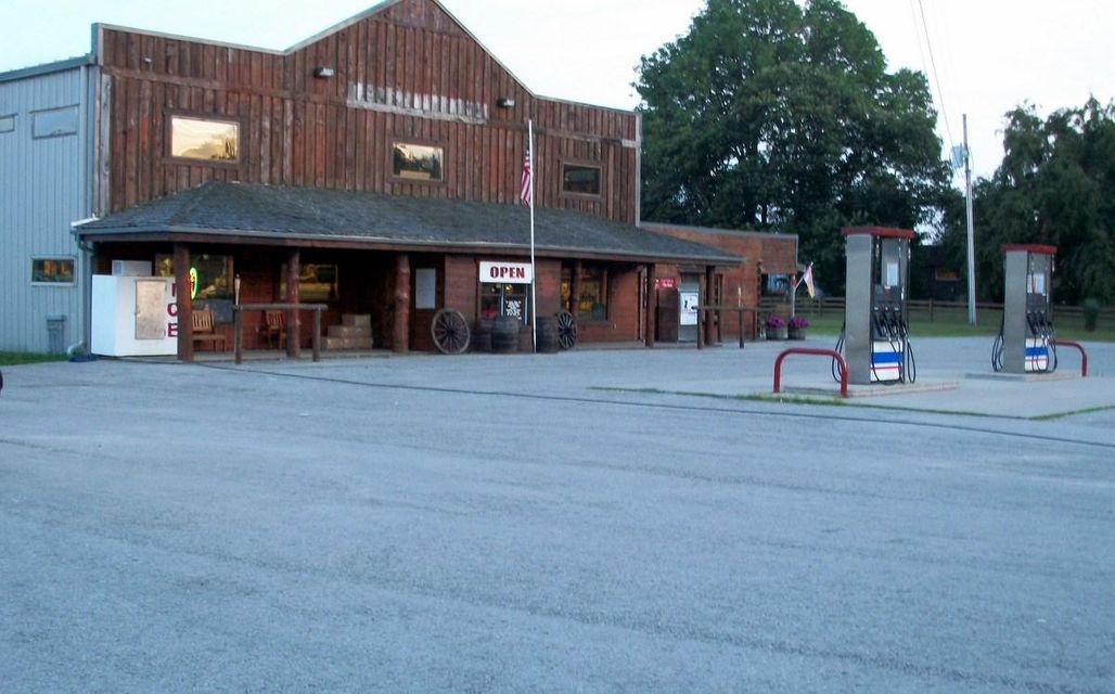 Commercial for Sale at 3325 Coopertown Road 3325 Coopertown Road Oneida, Tennessee 37841 United States