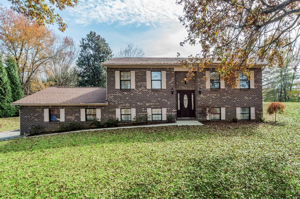 Single Family Home for Sale at 634 Hilltop Drive 634 Hilltop Drive Harriman, Tennessee 37748 United States