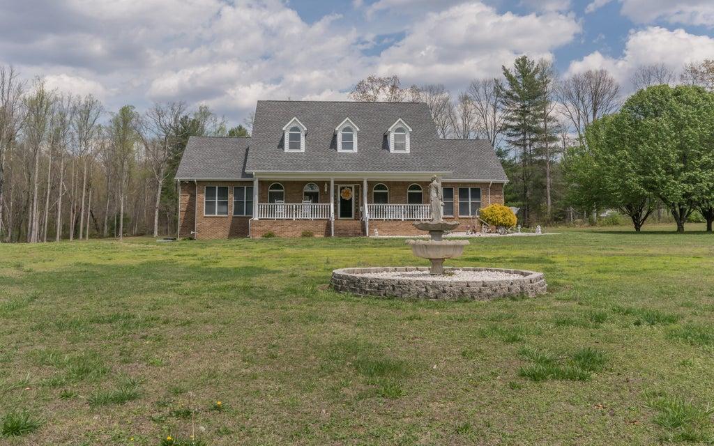 共管式独立产权公寓 为 销售 在 142 Ward Lane 142 Ward Lane Oliver Springs, 田纳西州 37840 美国