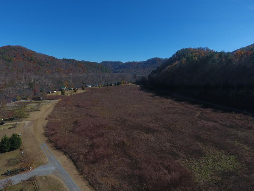 Additional photo for property listing at 201 Pond Curve Way 201 Pond Curve Way Del Rio, Tennessee 37727 Estados Unidos