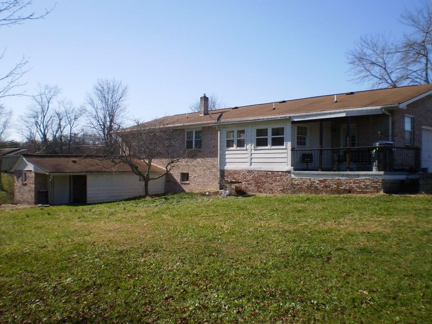 Additional photo for property listing at 612 Highland Lane 612 Highland Lane Crossville, Tennessee 38555 Estados Unidos