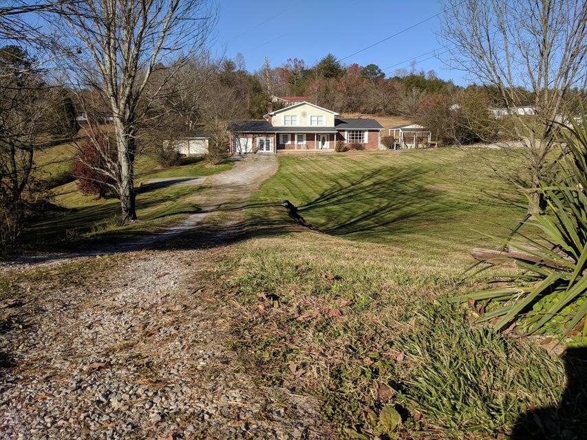 独户住宅 为 销售 在 624 Back Valley Road 624 Back Valley Road Oliver Springs, 田纳西州 37840 美国