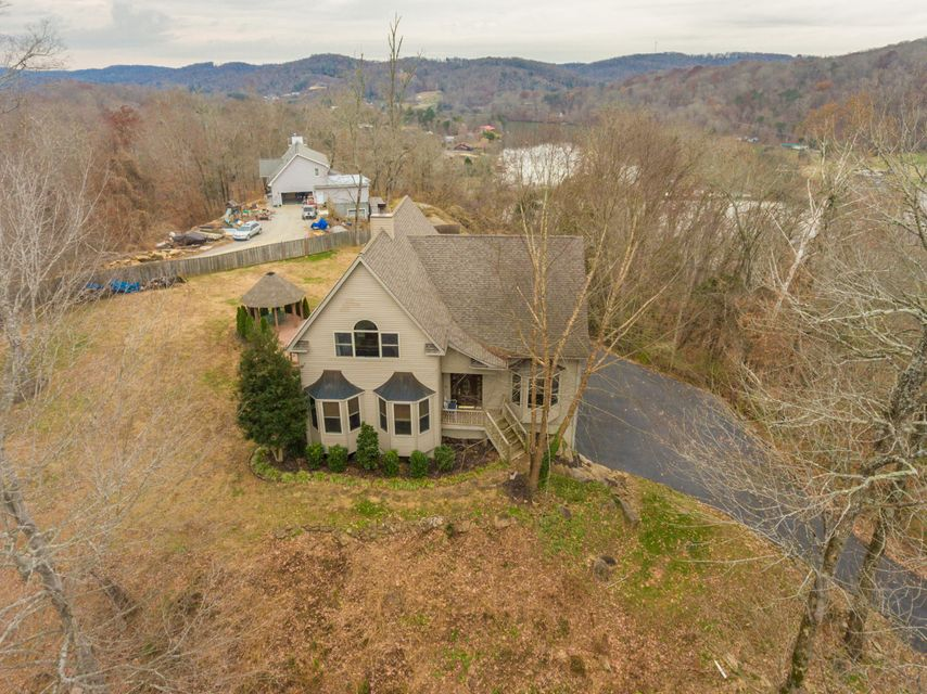 Single Family Home for Sale at 135 Jones Lane 135 Jones Lane Clinton, Tennessee 37716 United States