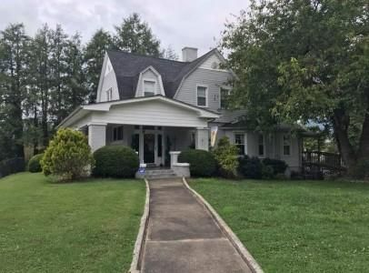 Single Family Home for Sale at 504 Glouchester Avenue 504 Glouchester Avenue Middlesboro, Kentucky 40965 United States