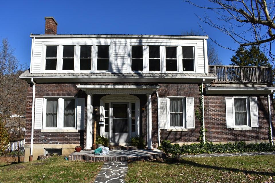 Maison unifamiliale pour l Vente à 403 Tennessee Avenue 403 Tennessee Avenue Pineville, Kentucky 40977 États-Unis