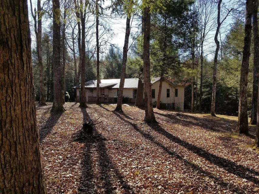 Additional photo for property listing at 320 Short Cooper Road 320 Short Cooper Road Jamestown, Tennessee 38556 États-Unis