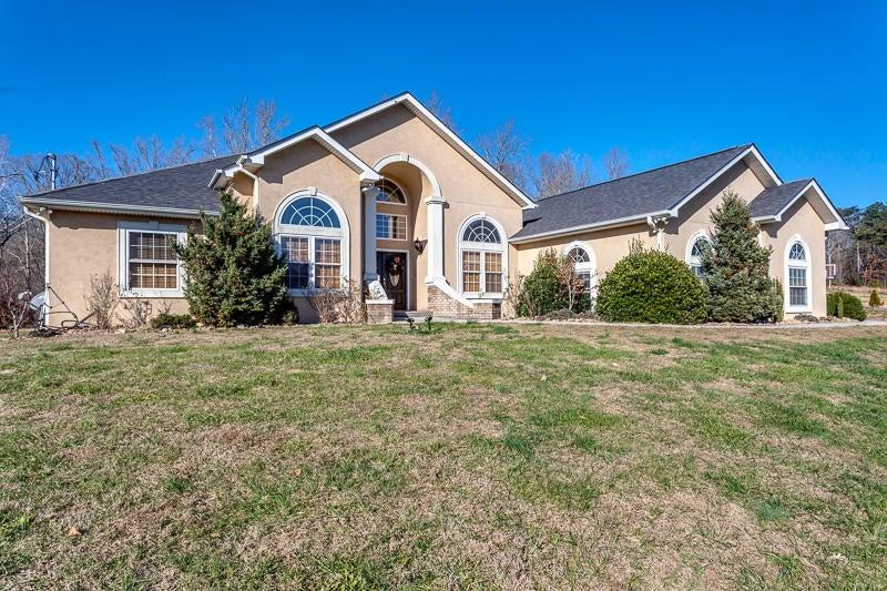Maison unifamiliale pour l Vente à 444 E Wolf Valley Road 444 E Wolf Valley Road Heiskell, Tennessee 37754 États-Unis