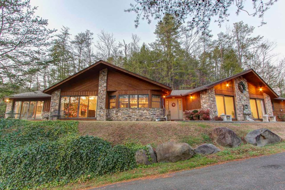 Single Family Home for Sale at 202 Golf Creek Road 202 Golf Creek Road Gatlinburg, Tennessee 37738 United States