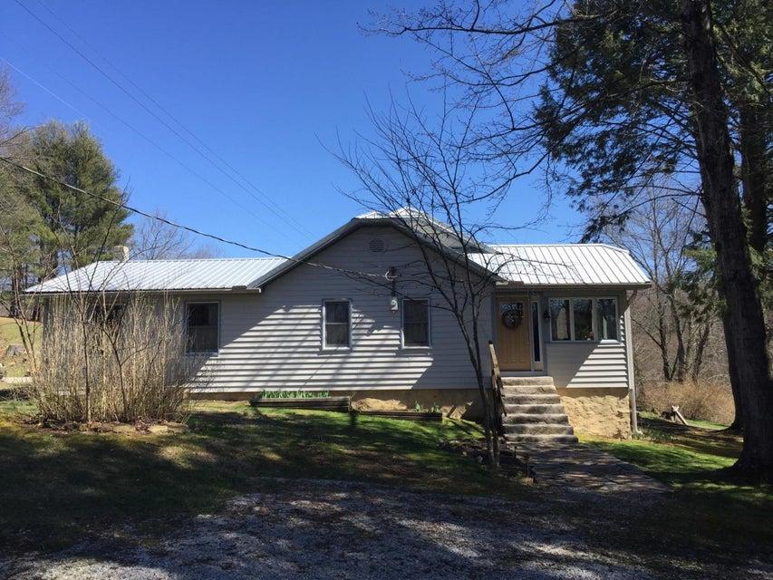 Maison unifamiliale pour l Vente à 16502 State Hwy 190 16502 State Hwy 190 Pineville, Kentucky 40977 États-Unis