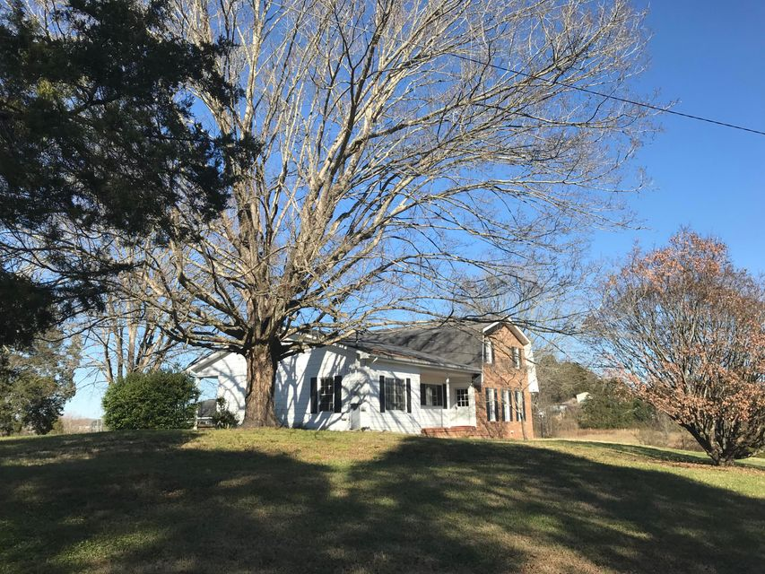 Single Family Home for Sale at 497 Mountain Road 497 Mountain Road Clinton, Tennessee 37716 United States
