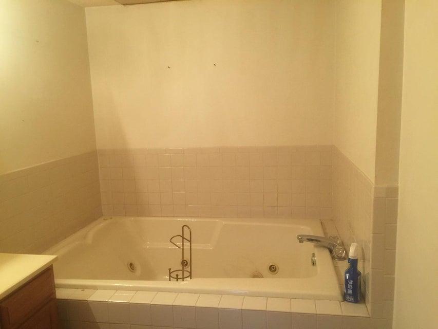 Частный односемейный дом для того Продажа на 310 Second Street 310 Second Street Pineville, Кентукки 40977 Соединенные Штаты