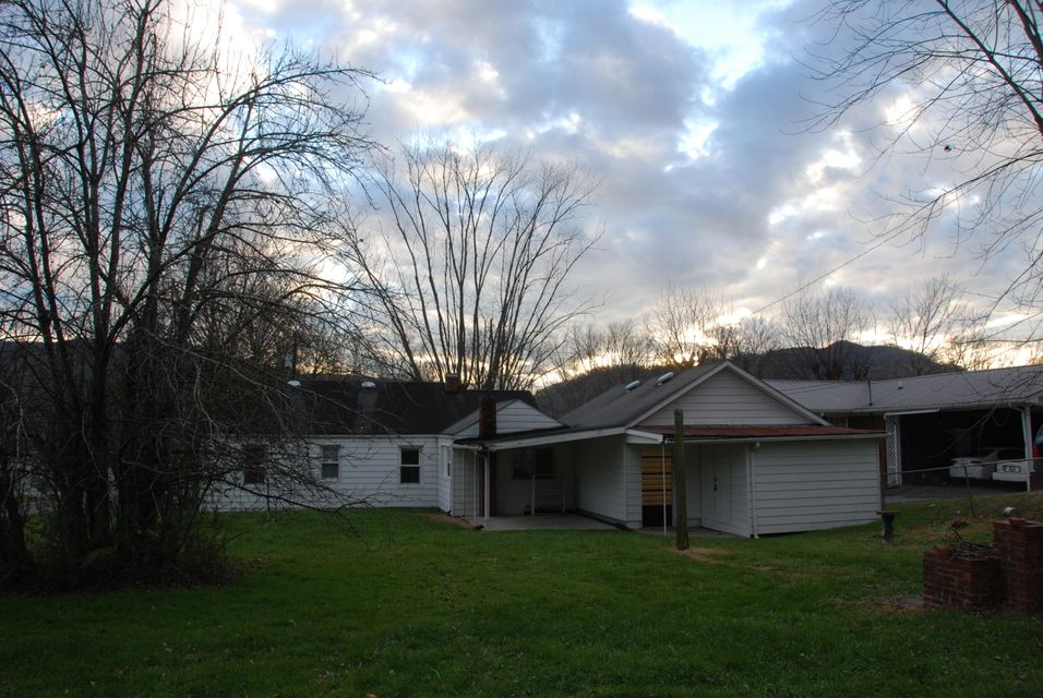 Additional photo for property listing at 2814 State Hwy 441 2814 State Hwy 441 Middlesboro, Kentucky 40965 États-Unis