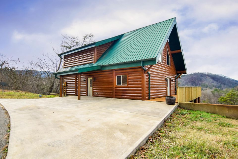 Single Family Home for Sale at 4430 New Pioneer Trail 4430 New Pioneer Trail Pigeon Forge, Tennessee 37863 United States