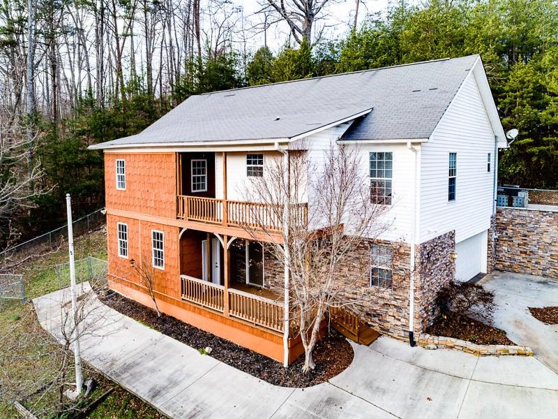 Частный односемейный дом для того Продажа на 114 Deertrail Lane 114 Deertrail Lane Rocky Top, Теннесси 37769 Соединенные Штаты