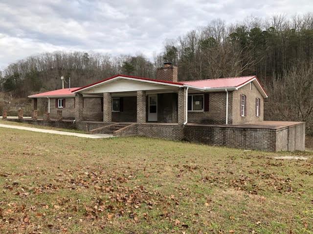 Maison unifamiliale pour l Vente à 10082 Highway 119 10082 Highway 119 Pineville, Kentucky 40977 États-Unis