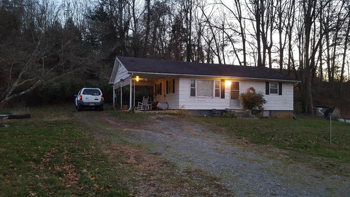 Casa Unifamiliar por un Venta en 1231 Hwy 321 1231 Hwy 321 Parrottsville, Tennessee 37843 Estados Unidos