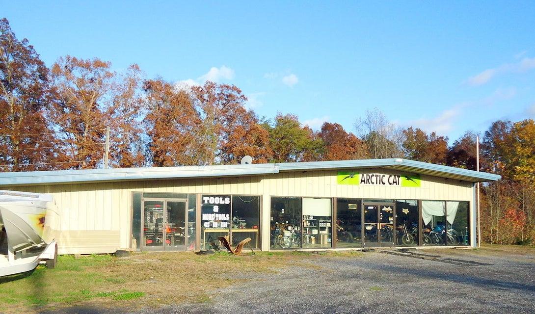 Commercial pour l Vente à 7839 New Hwy 68 7839 New Hwy 68 Tellico Plains, Tennessee 37385 États-Unis
