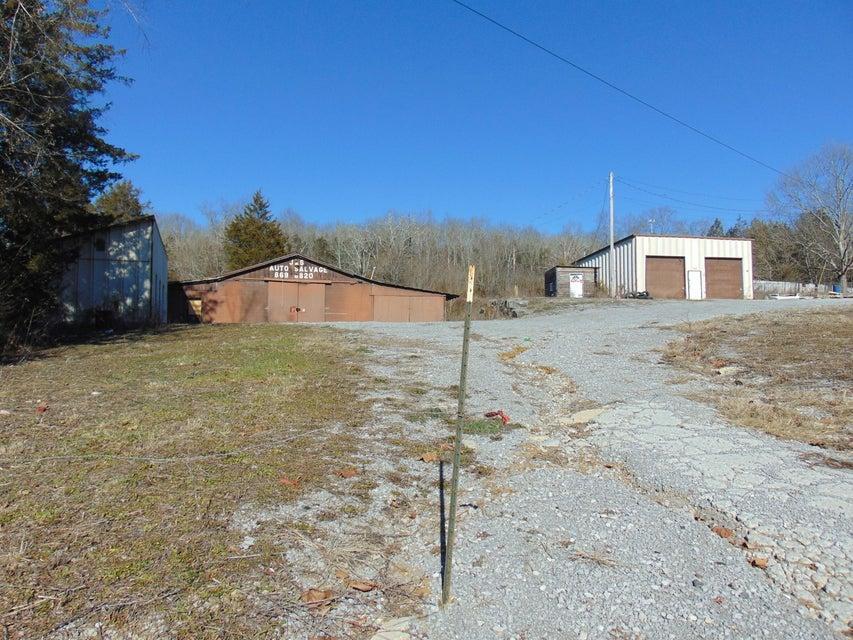 Comercial por un Venta en 532 Indian Creek Road 532 Indian Creek Road Harrogate, Tennessee 37752 Estados Unidos
