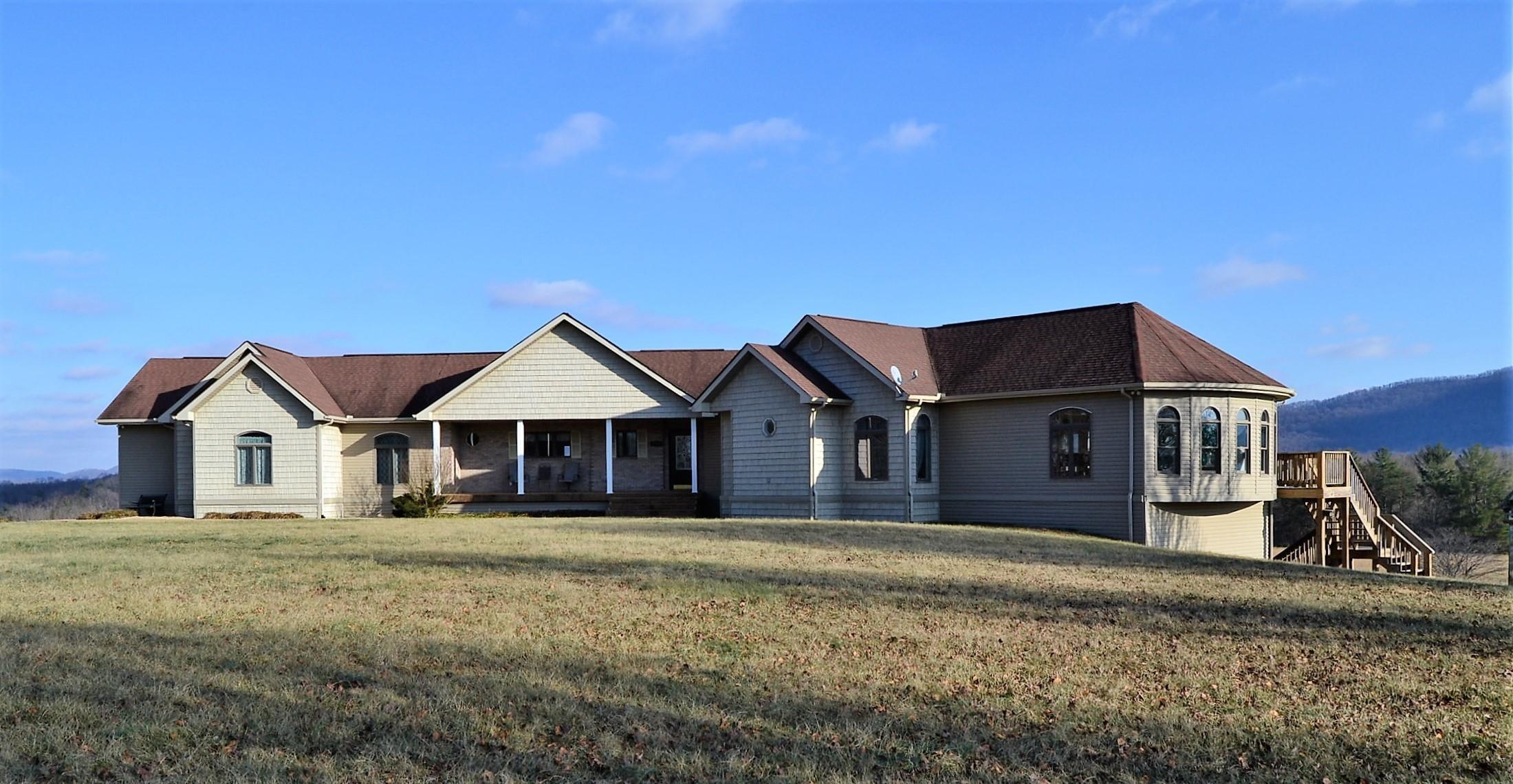 Maison unifamiliale pour l Vente à 1000 Russell Ridge Road 1000 Russell Ridge Road Crossville, Tennessee 38555 États-Unis