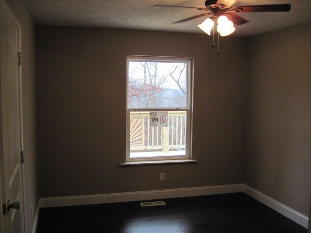 Additional photo for property listing at 3370 Forest Heights Circle 3370 Forest Heights Circle Lenoir City, Tennessee 37772 Estados Unidos