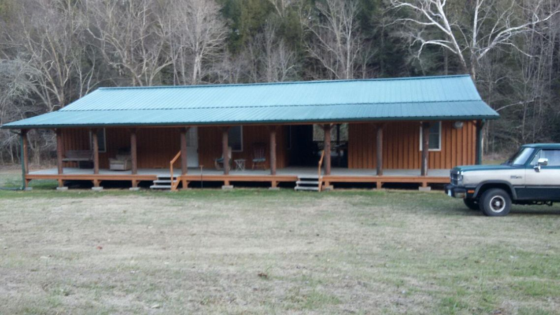 Single Family Home for Sale at 3695 Stinking Creek Road 3695 Stinking Creek Road Pioneer, Tennessee 37847 United States