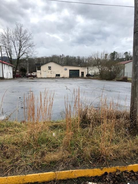 Commercial for Sale at 707 Lothbury Avenue 707 Lothbury Avenue Middlesboro, Kentucky 40965 United States