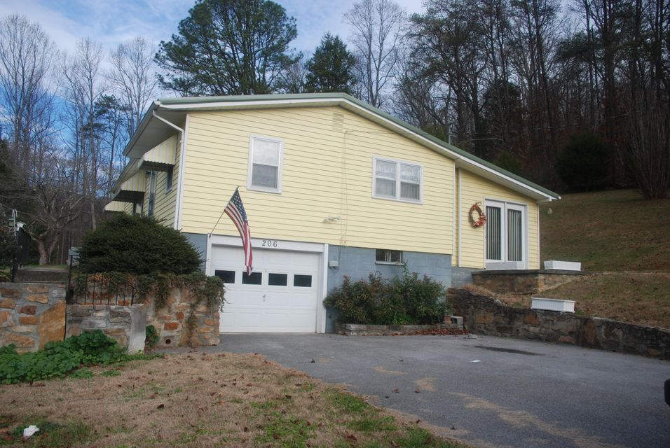 Single Family Home for Sale at 206 Buell Cemetary Road 206 Buell Cemetary Road Calvin, Kentucky 40813 United States