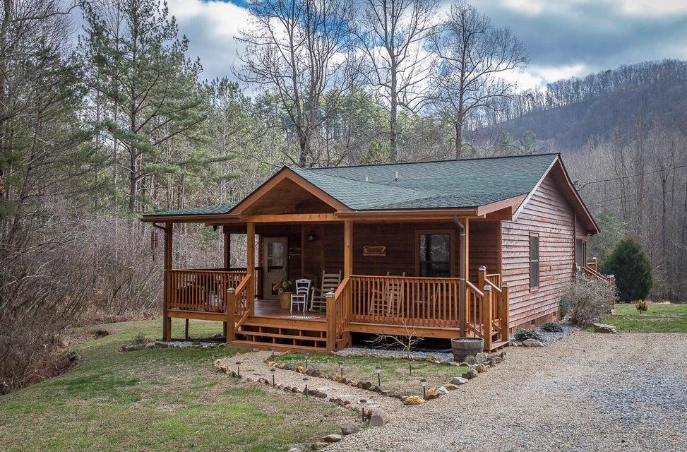 Частный односемейный дом для того Продажа на 3945 Millers Ridge Way 3945 Millers Ridge Way Sevierville, Теннесси 37862 Соединенные Штаты