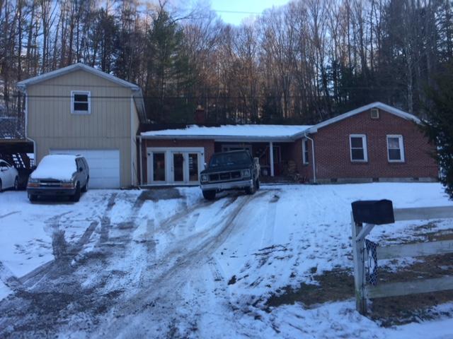 Maison unifamiliale pour l Vente à 53 Happy Hollow Road 53 Happy Hollow Road Pineville, Kentucky 40977 États-Unis
