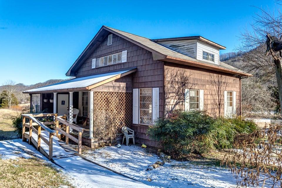 Casa Unifamiliar por un Venta en 558 Hogskin Valley Road 558 Hogskin Valley Road Washburn, Tennessee 37888 Estados Unidos