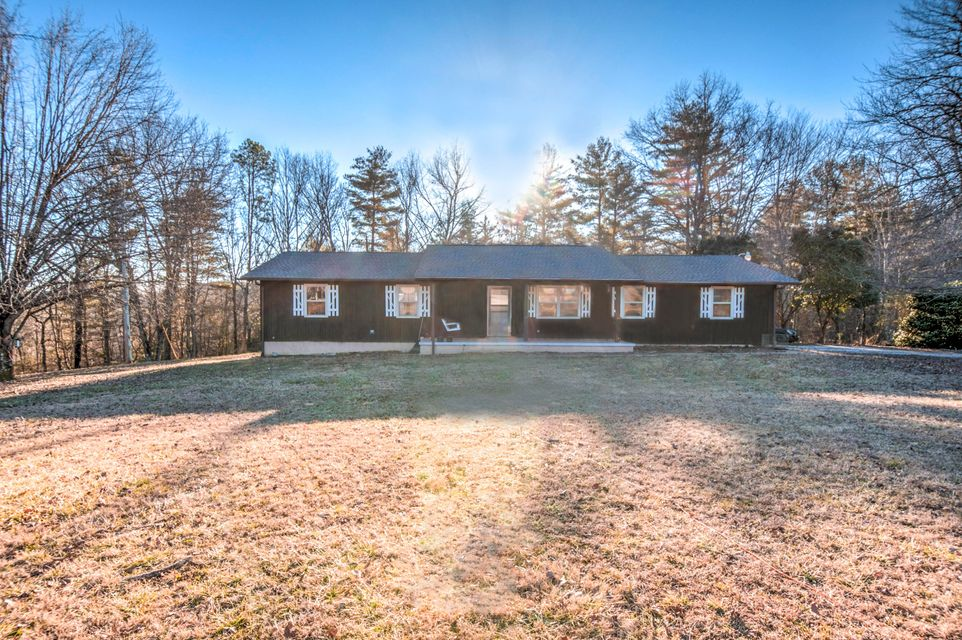 Single Family Home for Sale at 320 Powers Loop 320 Powers Loop Oakdale, Tennessee 37829 United States