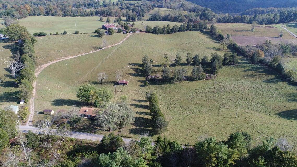 Terrain pour l Vente à Straight Creek Road Straight Creek Road New Tazewell, Tennessee 37825 États-Unis