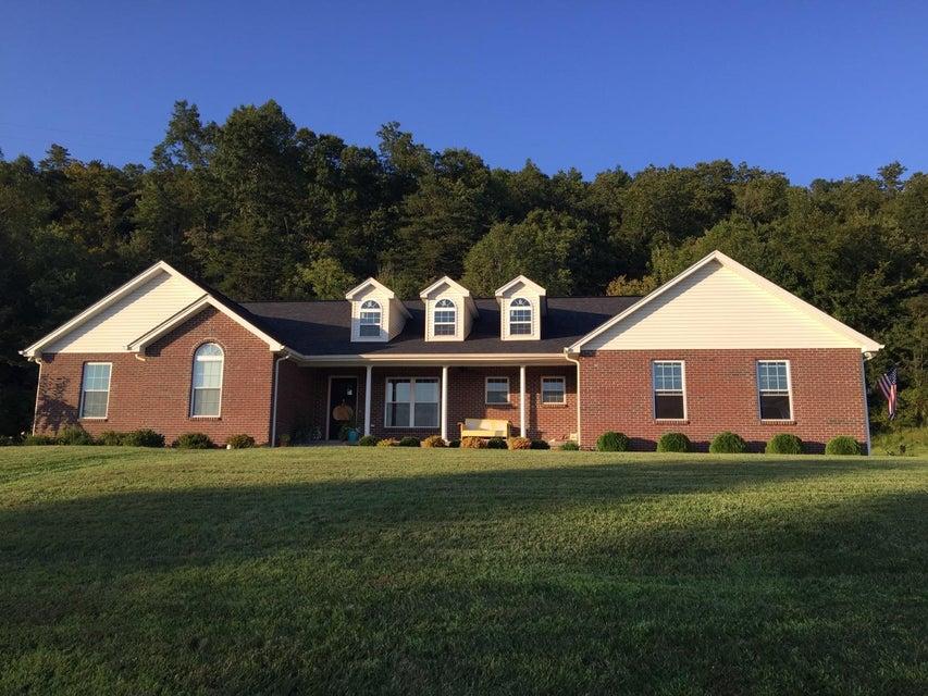 独户住宅 为 销售 在 189 Poplar Loop Street 189 Poplar Loop Street Barbourville, 肯塔基州 40906 美国