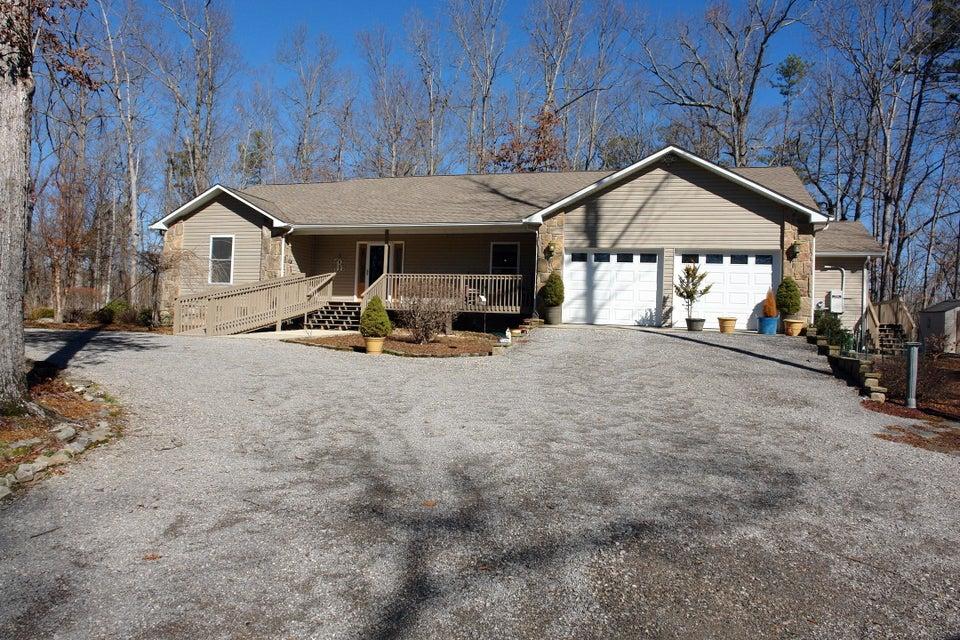 Частный односемейный дом для того Продажа на 27 Reeves Place 27 Reeves Place Monterey, Теннесси 38574 Соединенные Штаты