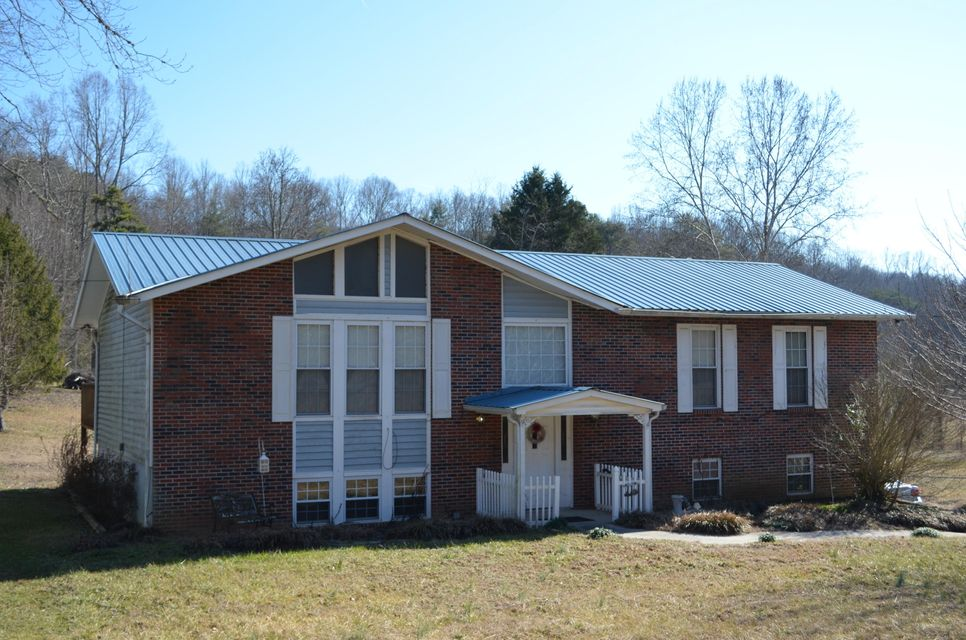 Single Family Home for Sale at 2001 E Wolfe Valley Road 2001 E Wolfe Valley Road Heiskell, Tennessee 37754 United States