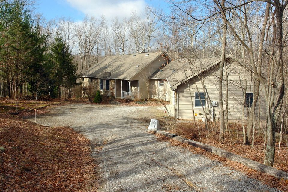 Single Family Home for Sale at 28 Wood Acres Drive 28 Wood Acres Drive Monterey, Tennessee 38574 United States