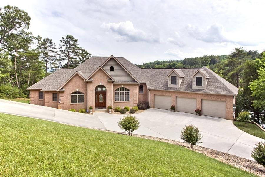 Single Family Home for Sale at 102 Coyatee Point Drive 102 Coyatee Point Drive Loudon, Tennessee 37774 United States