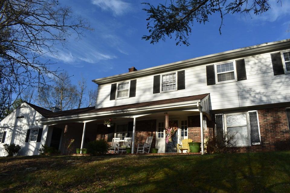独户住宅 为 销售 在 910 N 25th Street 910 N 25th Street Middlesboro, 肯塔基州 40965 美国