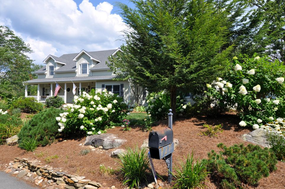 Single Family Home for Sale at 727 Bear Den Road 727 Bear Den Road Townsend, Tennessee 37882 United States